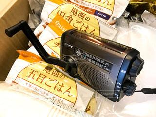 震災などの緊急災害時に役立つ手回し発電ラジオの写真・画像素材[1731926]