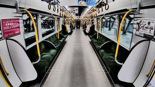 JR西日本ゆめ咲線の普通電車323系の車内の写真・画像素材[1768945]