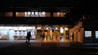 夜の阪急嵐山駅の写真・画像素材[1807146]