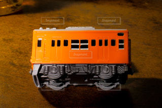 大阪環状線で走っているオレンジ色の201系電車のミニチュア模型の写真・画像素材[1841986]