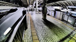 東京駅で発車を待つ東海道新幹線のぞみの写真・画像素材[1872124]