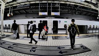 東海道新幹線のぞみに乗り込む乗客たち。の写真・画像素材[1872126]