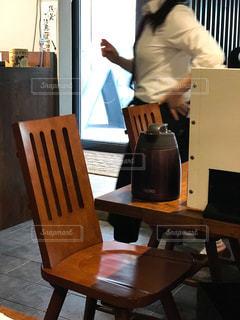 店員さんが丁寧な飲食店の写真・画像素材[2027204]