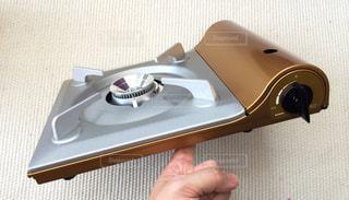 薄くデザインされた美しいガスコンロの写真・画像素材[2068850]