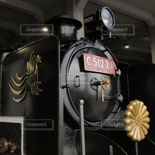 京都鉄道博物館で見られるお召し列車を牽引した蒸気機関車の写真・画像素材[2131418]