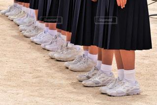 制服を着て整列して合唱する女子中学生の写真・画像素材[2138097]
