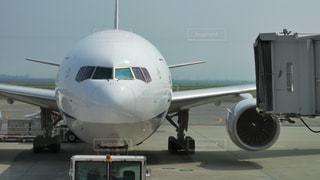 羽田空港の駐機場で整備中の大型ジェット旅客機の写真・画像素材[2359046]