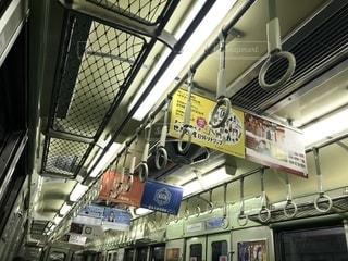 京阪電車の比較的古めな車両の車内の写真・画像素材[2607709]