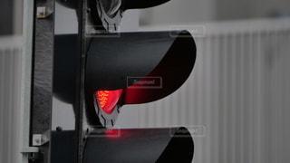 半期電車の安全運航を支える信頼性の高い信号機の写真・画像素材[2637525]