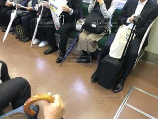 電車に乗る時、最低限のマナーを守りたいと思うシーンの写真・画像素材[2680649]