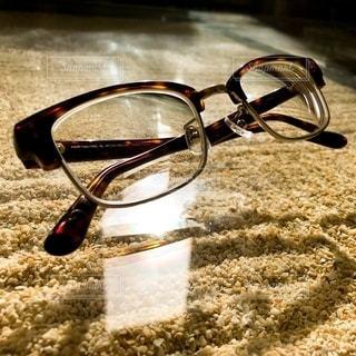 穏やかに落ち着いたデザインのメンズ用眼鏡の写真・画像素材[2755395]