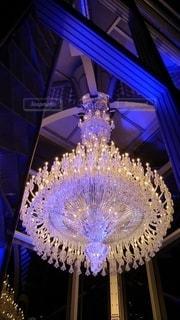 恵比寿ガーデンプレイスに展示されていたバカラの豪華絢爛なシャンデリアの写真・画像素材[2755399]