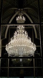 恵比寿ガーデンプレイスに展示されていたバカラの豪華絢爛なシャンデリアの写真・画像素材[2755400]