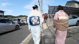 京都の街中を歩く着物を着た大人の女性の写真・画像素材[2777454]