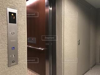 マンションのエレベーター乗り場の写真の写真・画像素材[2828963]