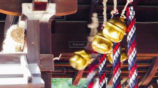 神聖なる神社の初詣で参拝客に揺らされる鈴の写真・画像素材[2870949]
