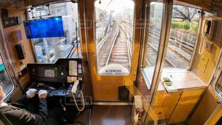 阪急神戸線の電車を運転する運転士の写真・画像素材[2892234]