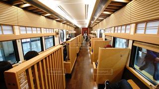 阪急京都線の特急、京とれいんの和風の美しい車内の写真・画像素材[2952470]