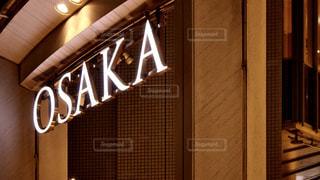 大阪の夜の都会に光るサインの写真・画像素材[2969348]