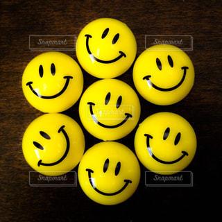 たくさんの笑顔が楽しいスマイリーのマグネットの写真・画像素材[2970222]