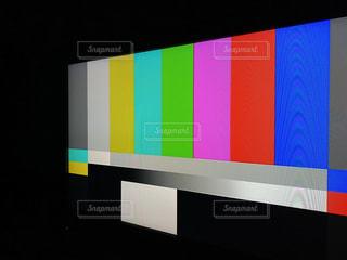 深夜早朝のテレビ画面に現れるカラーチャートの写真・画像素材[2999621]