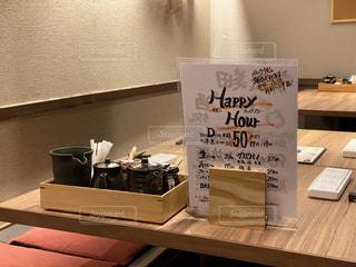 夜なのにガラガラな串揚げ店の座敷席の写真・画像素材[3029918]