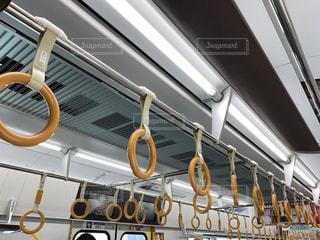 大阪環状線の電車の車内の写真・画像素材[3031960]