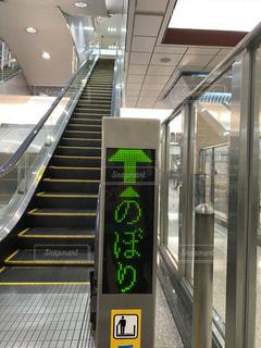 大阪駅の昇りエスカレーターの写真・画像素材[3100240]