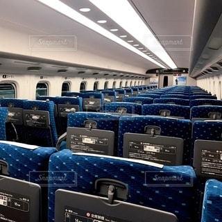 東海道新幹線のガラガラの車内の写真・画像素材[3470261]