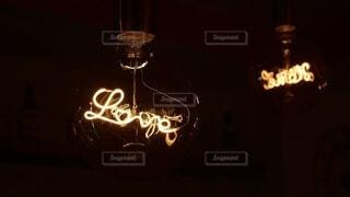 LOVEの字が可愛い照明の写真・画像素材[4023471]