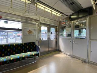 通勤電車の車内の写真・画像素材[4773344]