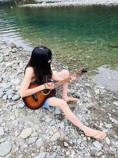 川てギター練習の写真・画像素材[1036184]
