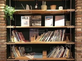 本棚は本でいっぱい - No.1008972