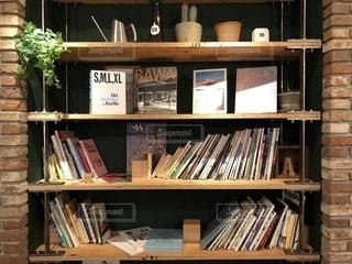 本棚は本でいっぱいの写真・画像素材[1506020]