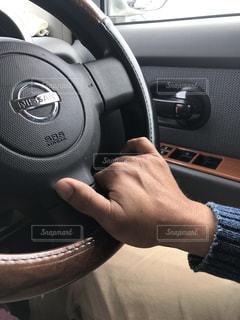 運転する手 - No.984505