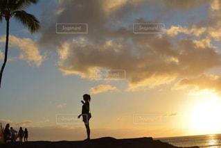 ハワイでの夕陽の写真・画像素材[2118844]