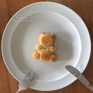 皿の上のケーキの一部の写真・画像素材[1234614]