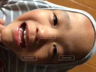 近くに、歯を磨くの子供のアップの写真・画像素材[879077]