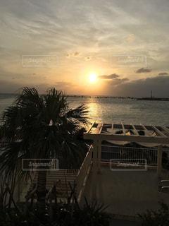 瀬長島の夕日の写真・画像素材[1064862]
