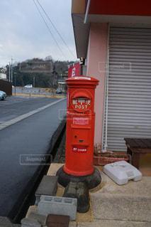 田舎のレトロ郵便ポストの写真・画像素材[940097]