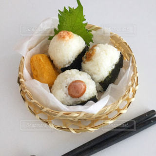 皿の上の食べ物の写真・画像素材[1531569]