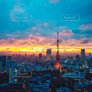 日没時の都市の眺めの写真・画像素材[3086266]