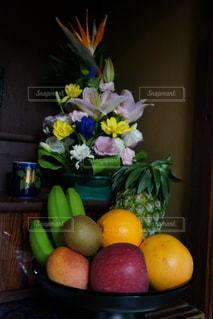 テーブルの上のオレンジのボウル - No.716379