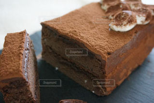 ふわふわ生地のチョコレートケーキの写真・画像素材[872271]