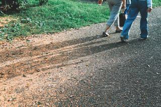 2人,足元,足,歩く,散歩,遊歩道