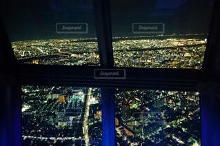 大きな窓の景色の写真・画像素材[913270]