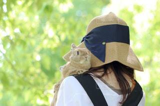 帽子をかぶっている人の写真・画像素材[1186453]