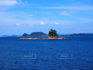 水の体の真ん中に島 - No.745017