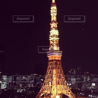 クロック タワーは夜ライトアップ - No.1004655