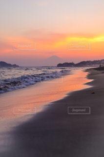 浜辺の夕日の写真・画像素材[2352180]